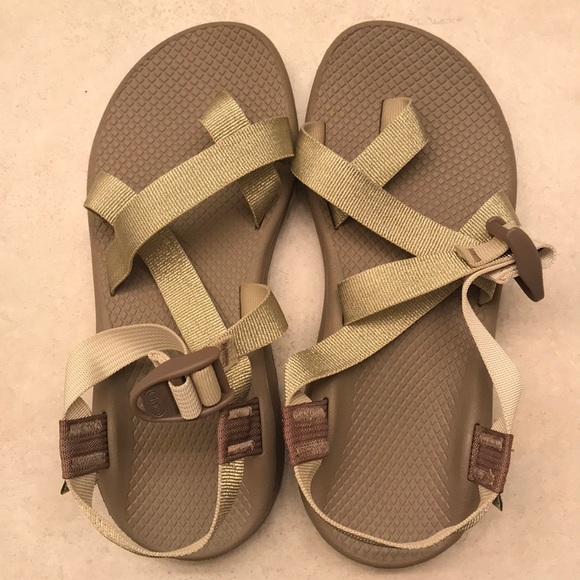 a37198a125d NWT metallic gold chacos Zcloud 2 s